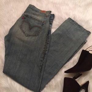 New Levi's Distressed Wash Jean